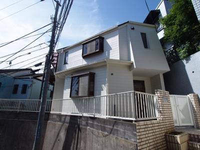 相鉄本線「上星川」駅より徒歩約9分の立地。閑静な住宅街です。
