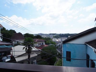 街を一望できる開放感ある眺望が魅力です。