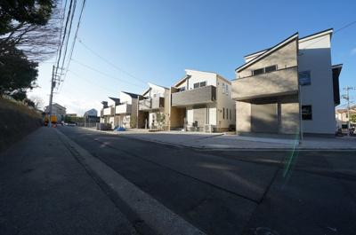 【前面道路含む現地写真】保土ヶ谷区仏向町全3棟 新築戸建て【成約済】