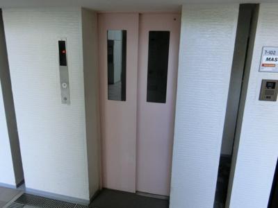 【現地写真】 マンション14階建8階部分ですが、エレベーター有なのでら~くらく♪