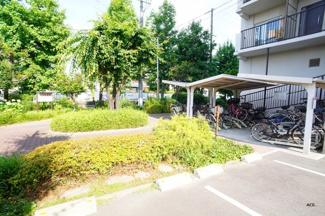駐輪場、空有(使用料300円/月額)・バイク置場、空有(使用料450~600円/月額)