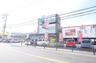 スーパー「万代加美店」まで徒歩1分!(約80m)