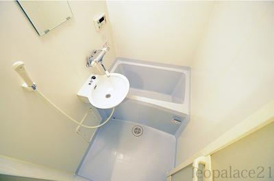 浴室は、2点ユニットタイプの浴室換気乾燥機付き。 同タイプ室内