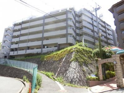 【現地写真】 総戸数62戸のマンションです♪