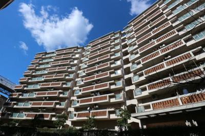 【現地写真】 総戸数212戸の大型マンションです♪