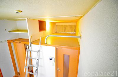 1階はフローリング、2階以上はカーペットになります。