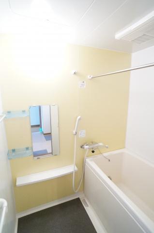 ドレッサー付きの浴室