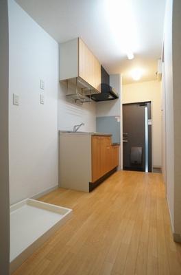 洋室6.4帖からキッチンの眺めです