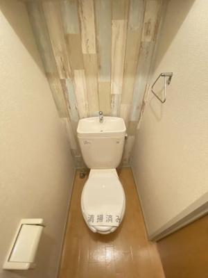 白色を基調としたトイレです♪