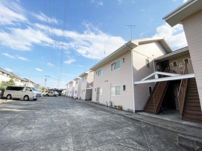 小田急多摩線「栗平」駅より徒歩3分!便利な立地の2階建てアパートです☆通勤通学はもちろん、お買い物やお出かけにもGood☆