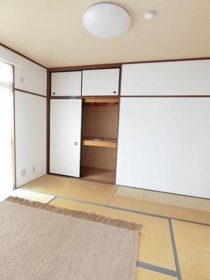 天袋付き押入れのある西向き和室6帖のお部屋です!押入れは寝具など、かさ張りやすいものの収納にぴったり☆お部屋すっきり片付きます!