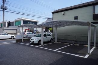 屋根付き駐車場は車を大切にする人には嬉しいですね