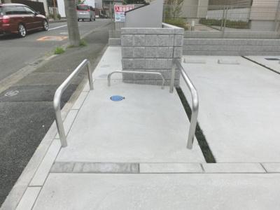 敷地内に駐輪場を完備しています!荷物が重いときに自転車があれば助かりますね♪バイク置き場もあるので駅からバイクもオススメ!