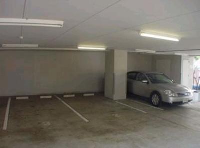 カスタリア原宿の駐車場