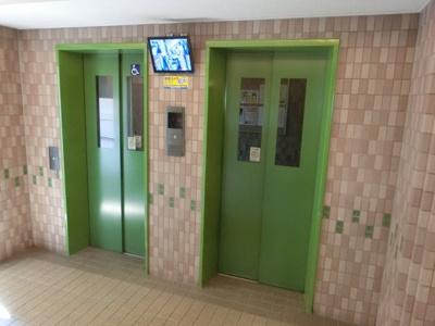 【現地写真】 11F建てマンションですが、エレベーター完備で ら~くらく♪