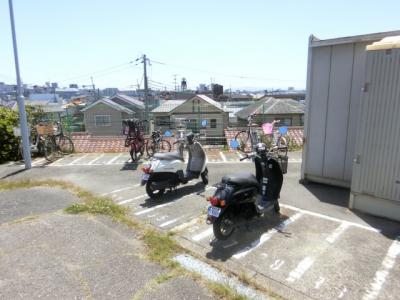 【現地写真】 バイク置場♪ 駐輪場です♪