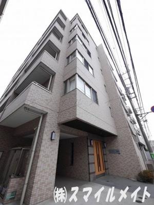 6階建て鉄筋コンクリート造のマンションです。