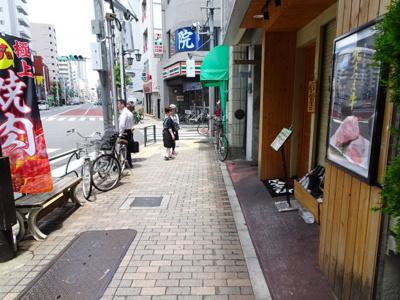 東協ビル 物件前 尾竹橋通り沿いの物件で夜道も安心!