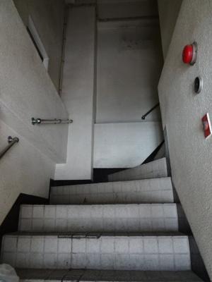 東協ビル 共用階段