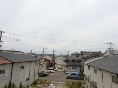 【現地写真】 物件からの眺望です♪ 周りに高い建物がないので、陽当たり・通風良好ですよ♪