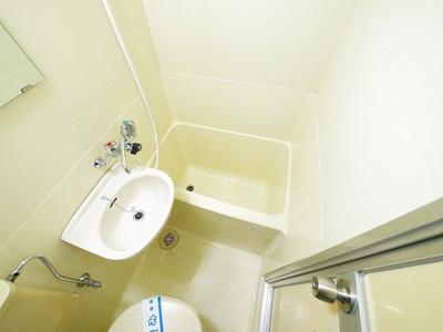 コンパクトな浴室はお掃除もしやすいです