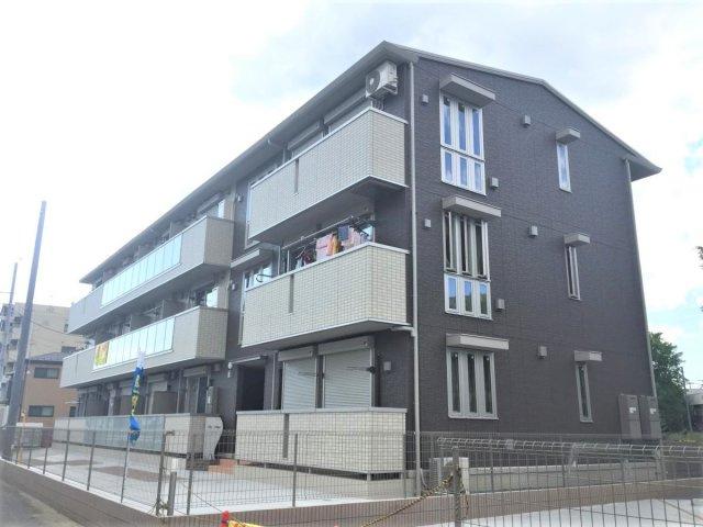 南武線「久地」駅より徒歩2分!便利な立地の3階建てアパートです☆通勤通学はもちろん、お買い物やお出かけにもGood♪