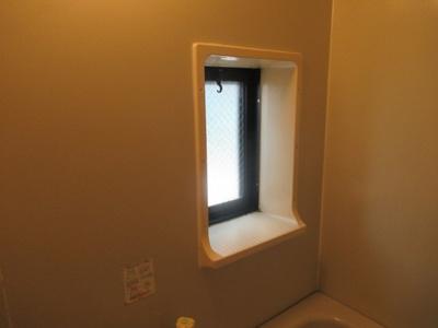 お風呂に窓があります