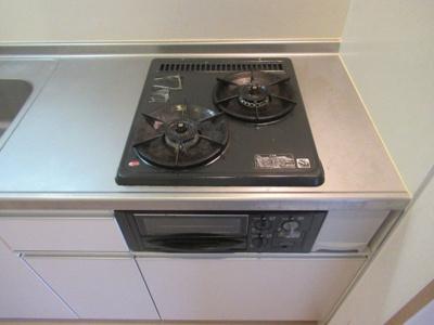 ガス2口のシステムキッチンです