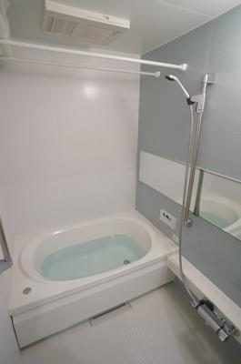 追焚機能・浴室暖房乾燥機付きバスルームです♪お風呂に浸かって一日の疲れもすっきりリフレッシュ♪