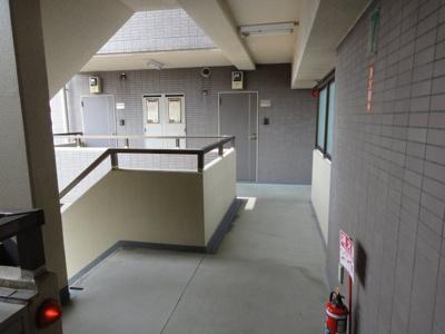 キャピタルビュー根岸 共用廊下