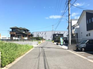 木更津市金田東 土地 袖ヶ浦駅 前面公道6mにつき車のすれ違いや、運転の苦手な奥様でも楽に駐車することができます。