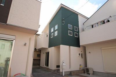 施工例の外観になります。土地が広いのでゆとりのある2階建てのお家で、ゆったりと暮らせるのが嬉しいですね!