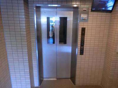 【現地写真】 現地エレベーターです♪ 上の階も荷物が多い日も楽々ですね♪