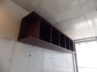 セパ穴を利用した壁設置の家具例