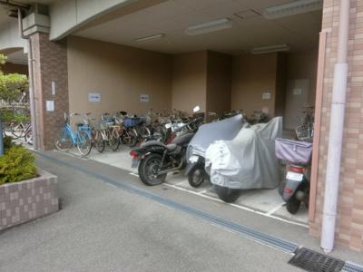 【現地写真】 駐輪場、バイク置場です♪