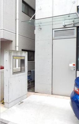 ユートピア青山  ※店舗通用口側