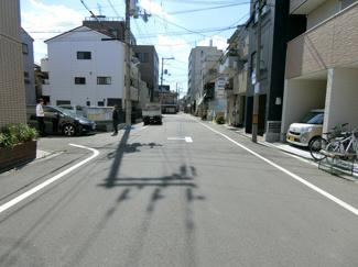 全面道路は住宅街なので交通量も少なくお子様も安心♪