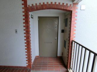 レンガがおしゃれな玄関♪