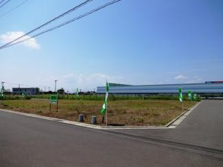 グランファミーロもねの里 新築一戸建て 物井駅 商業施設、ケーズデンキへは徒歩4分(約320m) ホームセンターナフコへは徒歩5分(約330m)の距離で便利♪