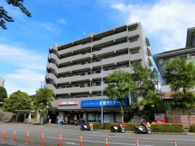 グリーンライン「北山田」駅より徒歩8分!通勤通学・お買物にも便利な立地の鉄筋コンクリート造6階建てマンションです☆