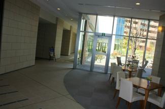共用施設が充実したマンションです cafe・温泉・プールなどがマンションの共用施設として利用できます。別途費用発生するものがございます。