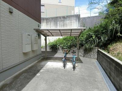 屋根付きの駐輪場があるので雨が降っても安心☆荷物が重いときに自転車があれば助かります!