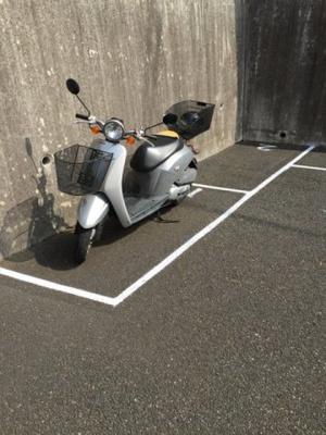 敷地内にバイク置き場を完備しています!バイクがあれば通勤・通学、お買い物にも便利ですね♪