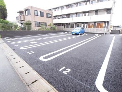 縦列駐車可能な区画。長さ15mあります!(7,560円)