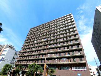 松屋町沿いに建つ管理の行き届いたマンションです♪