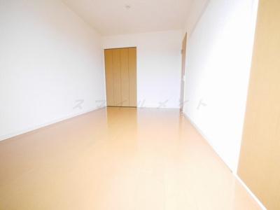 6.3帖洋室.6帖洋室にクローゼット完備です。