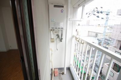 ベランダ内洗濯機置き場
