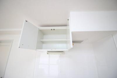 キッチン上部収納部分と換気扇