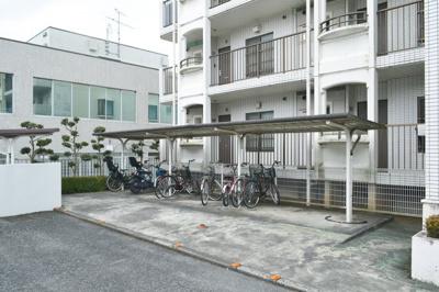 敷地内に専用駐車場ございます