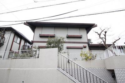 白い外壁が特徴のお家です!